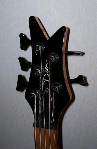 Dean Edge 5 5-String Bass: Headstock